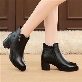 欧美风真皮短靴 粗跟尖头 时尚百搭水钻防滑短靴